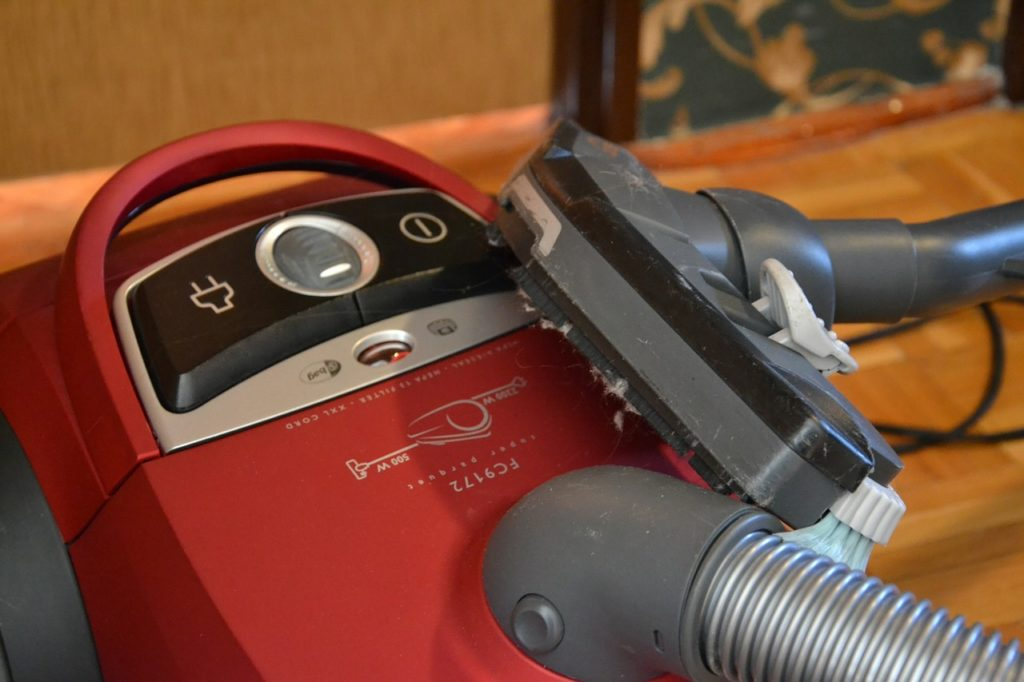 vacuuming for spring home selling